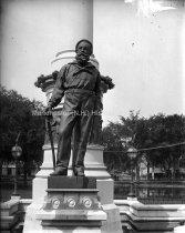 Image of Civil War Monument in Merrimack Common - MHAGN 224b