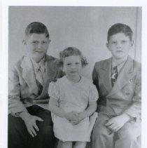 Image of Young, Darroll & Leda - 5086.49
