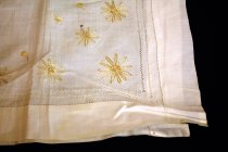 Image of Table Scarf, embroidered daisies corner