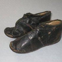 Image of 2010.14.006 - Shoe, Child's