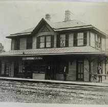 Image of 3942 - R. R. Station