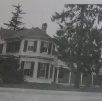Image of 3612 - Circle Inn, Large two story house at Main and Gordon Sts., owner/operator Mrs. Forward