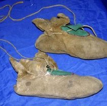 Image of 1990.024.003 - Moccasin