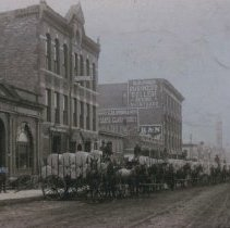 Image of Unloading rolls of newsprint at the Argus Leader, ca. 1901