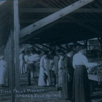 Image of Sioux Falls Farmers Market (600 block of S. Phillips Ave.), 1912