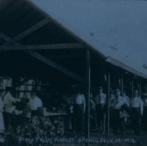 Image of Sioux Falls Farmers Market (600 block of Phillips Ave.), 1912