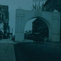 Image of Arch on Phillips Ave. honoring World War I soldiers, 1919