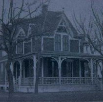 Image of W. T. Doolittle home, built in 1889 (133-135 S. Prairie), 1905