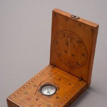 Image of Chinese Tablet Sundial, open