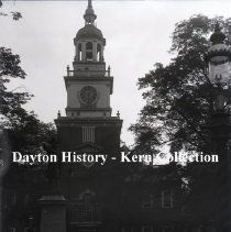 Image of K.4.3.458 - Glass - Plate negative - Philadelphia- Independence Hall- cupola & hall from park side- Barry Monument