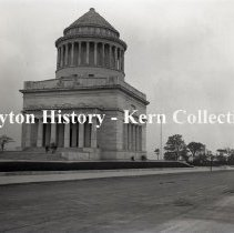 Image of K.4.3.723 - Glass - Plate negative - New York, NY - General Grant's Tomb - July 1900