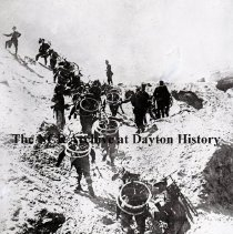 Image of NCR.1998.0366.194 - Glass Negative - WWI - World War - F.B.P.  Allies & Entente Armies- Italy, Italian cyclists climbing mountains