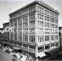 Image of NCR.1998.0775.010 - Glass Plate Negative --Department Store --The Bon Marche, Seattle, WA   Exterior   February 13, 1919