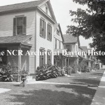 Image of NCR.1998.1124.035 - Glass-Plate Negatives -  Landscape Gardening - Front yards on north side of Lawn Street, Dayton, OH - August, 1916