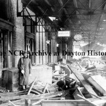 Image of NCR.1998.CD21.12 - Glass negative - Flood - Wreckage at Union Depot, Dayton, OH 1913