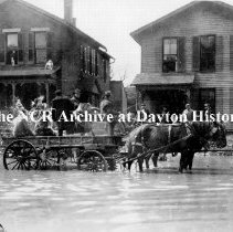 Image of NCR.1998.CD21.14 - Glass negative - Flood - Horse & wagon in flooded street, Dayton, OH 1913