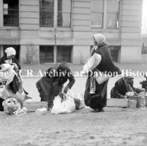 Image of NCR.1998.CD21.16 - Glass negative - Women- refugees of the flood, Dayton, OH 1913