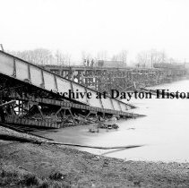 Image of NCR.1998.CD21.38 - Glass negative - Flood -Temporary bridge built by Talbot in 8 days, Dayton, OH  1913