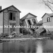 Image of NCR.1998.CD21.42 - Glass negative - Flood - Collapsed house, Dayton, OH  1913