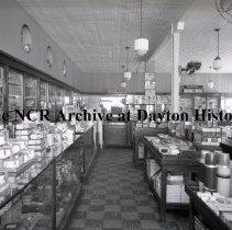 Image of NCR.1998.LRN101.004 - Nitrate negative - Drug Store - Mading's Drugs - Houston, TX - December 14, 1936