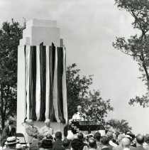 Image of P.2005.33.1182 - Photograph - Wright Memorial - Dedication ceremony,General Inspector of Naval Aircraft, Eastern Division, Dayton, OH August 19, 1940