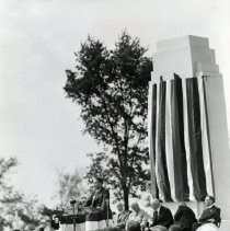 Image of P.2005.33.1183 - Photograph - Wright Memorial - Dedication ceremony,Edward P. Warner, former assistant secretary of war, Dayton, OH August 19, 1940