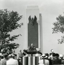Image of P.2005.33.1184 - Photograph - Wright Memorial - Dedication ceremony, James M. Cox, Dayton, OH August 19, 1940