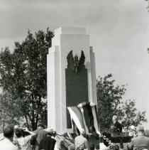 Image of P.2005.33.1186 - Photograph - Wright Memorial - Dedication ceremony, unveiling of monument, Dayton, OH August 19, 1940