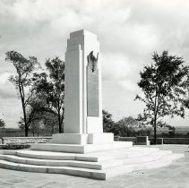 Image of P.2005.33.1200A - Photograph - Wright Memorial - Exterior of memorial, Dayton, OH September 25, 1948