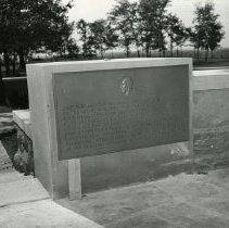 Image of P.2005.33.1201A - Photograph - Wright Memorial - Exterior of memorial, Dayton, OH August 1, 1940