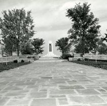 Image of P.2005.33.1205 - Photograph - Wright Memorial - Exterior of memorial, Dayton, OH September 23, 1940