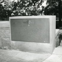 Image of P.2005.33.1209 - Photograph - Wright Memorial - Exterior of memorial, Dayton, OH August 1, 1940