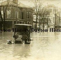 Image of P.2010.14.06 - Postcard - 1913 Flood - Piqua, OH - Submerged car on W. High St.