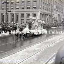 Image of Rike's Christmas Parade (Winters Bank) - 1938
