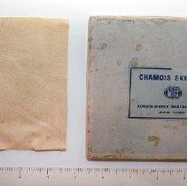 Image of 1964.2.23 - Chamois Skin Pad