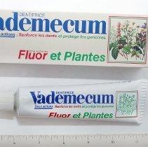 "Image of 1964.2.29 - Toothpaste, ""Vademecum"""