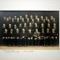 Image of Graduating class of the Philadelphia Dental College, 1918