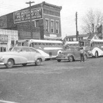 Image of Cars on East William Street at the Sandusky Street traffic light.                                                                                                                                                                                         -