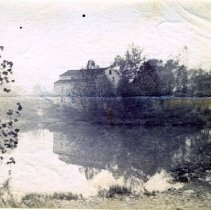 Image of Mill or house along a river in Delaware County