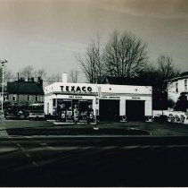 Image of Texaco Service Station at the corner of South Sandusky and Park Avenue -