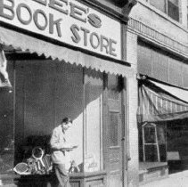 Image of Lee's Bookstore in the 1940's on 44 S Sandusky St, Delaware, Ohio