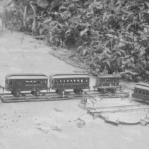 Image of Marklin Passenger Coaches - Five European passenger coaches;  larger three are Marklin 1926-1928.  Smaller rectangular are from 1913-1917.