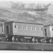 Image of Duplicate of P2008.005.007 - Tinplate passenger cars, to the left are Lionel O gauge cars 608 observation, & two 607 pullmans circa 1926.  To the right are American Flyer O gauge passenger cars circa 1926-1927, 3080 combination mail / baggage car and 3035 observation car.