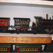 Image of Live Steamer - Top shelf is a Bing live steam powered passenger set from 1902-04.  Bottom shelf is a Dorfan O gauge # 51 electric locomotive and #498 passenger cars.  Information provided by Jim Yocum.