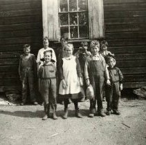 Image of TP2984 - Group - Green Springs School.  Left Rear - Jack Brunson, Miss Tinney, Frank Tinney, ---, ---, Left Front; ____, Alice Grohl, Albert Brunson, _____.