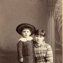 Image of TP555 -  Unidentified lady and small child.  Circa 1890's.