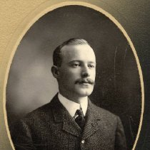 Image of TP566 - JOHN SHINE- BROTHER OF NELL SHINE.  Circa 1900 - 1915.