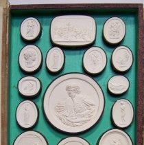 Image of C08.552 - Intaglio plaster seals in box