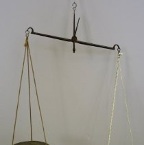 Image of C11.508 - Apothecary Scale with 5 weights in a box
