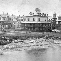 Image of PHOTOGRAPH, THE BOYLSTON HOTEL AND NEARBY COTTAGES ON CORINTHIAN LANE AND N